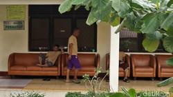 Keseharian pasien Rumah Sakit Jiwa (RSJ) Soeharto Heerdjan tidak berbeda dengan pasien rumah sakit-rumah sakit lainnya.