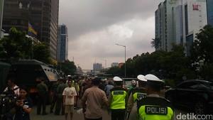 Sidang PK Ahok Selesai, Massa di Depan PN Jakut Bubar