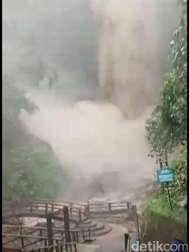 Tersebar Video Bah di Air Terjun Tawangmangu, Bagaimana Sebenarnya?