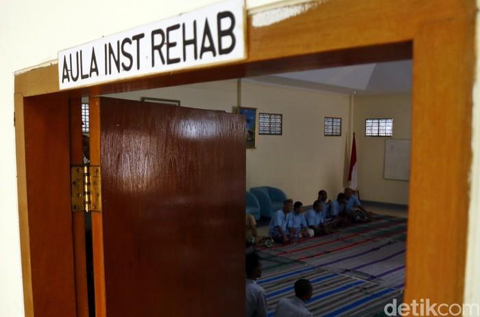 Usai makan siang, pasien yang sudah memasuki tahap rehabilitas bisa memilih untuk mengikuti kegiatan keagamaan sesuai agama masing-masing. (Foto: Rifkianto Nugroho/detikHealth)
