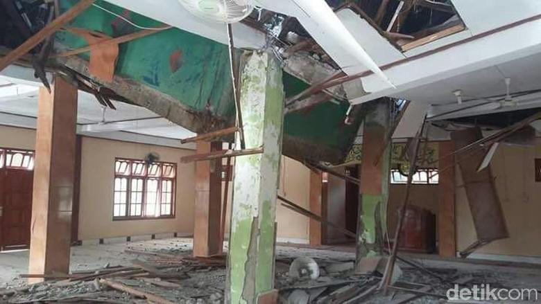 Gempa 7,6 SR Guncang Papua, Rumah Ibadah hingga SD Rusak