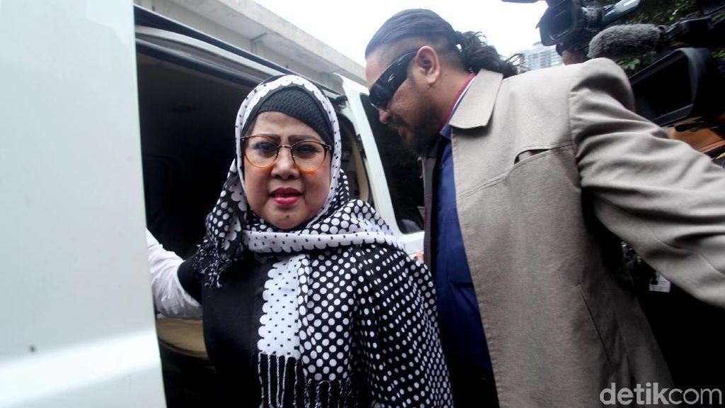 Dhawiya Terkena Kasus Narkoba, Elvy Sukaesih Minta Maaf