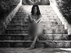 Saat Kendall Jenner Mengunggah Foto Tanpa Busana
