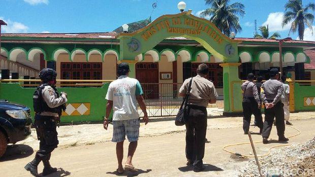 Masjid Rusak Akibat Gempa 7,4 SR Guncang Papua