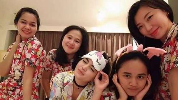 Pesona Tania Putri, Dari Kepompong Kini Jadi Hot Mom
