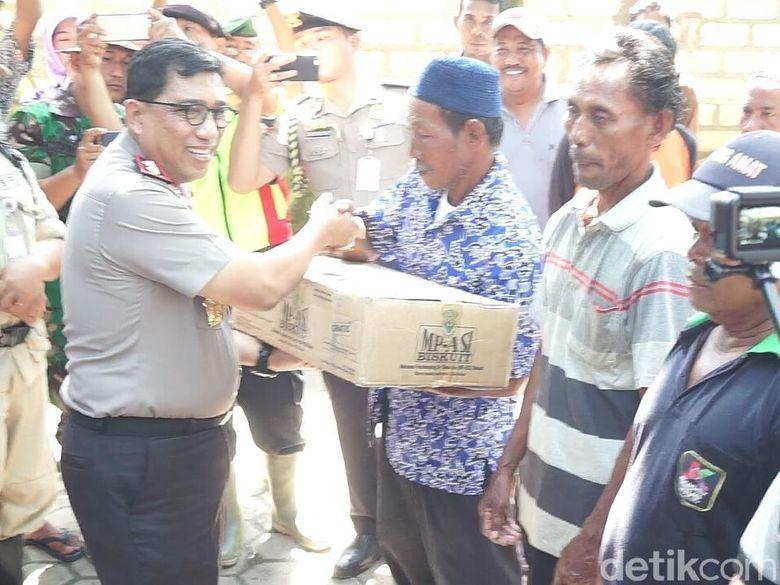 Di Tuban, Kapolda Jatim Serahkan 715 Paket Sembako ke
