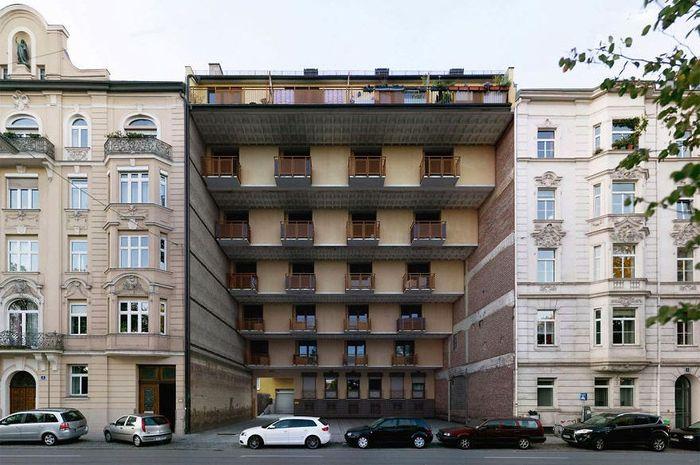 Gedung ini di bagian atasnya semakin menonjol ke depan. Istimewa/Boredpanda.