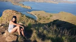 Alexa Key yang merupakan seorang penyanyi dan pemain film ini ternyata menikmati waktunya berpetualang mendaki gunung. Seperti apa keseruannya?