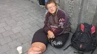 Bule asal Jerman itu ditangkap Satpol PP di Surabaya pada September 2016 lalu. Semula dia mengemis di Bali dan seharinya bisa mendapat uang hingga Rp 1 juta per harinya. Namun uang itu digunakan untuk berfoya-foya. Foto: pool