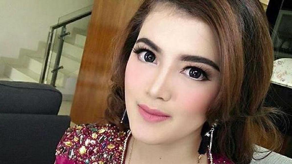 Tania Putri Si Kutu Buku Kepompong Lulus S2, Dipuja-puji Netizen