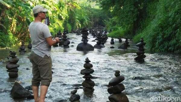 99 Batu Bersusun Kembali Muncul di Sungai Cidahu Sukabumi