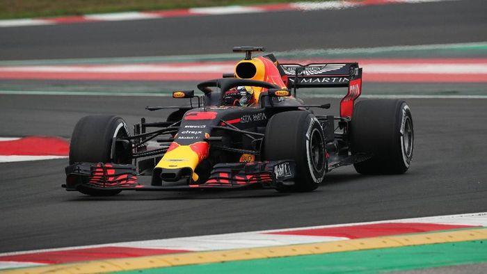 Daniel Ricciardo mengukir waktu tercepat pada hari pertama tes F1 Barcelona (Albert Gea/Reuters)
