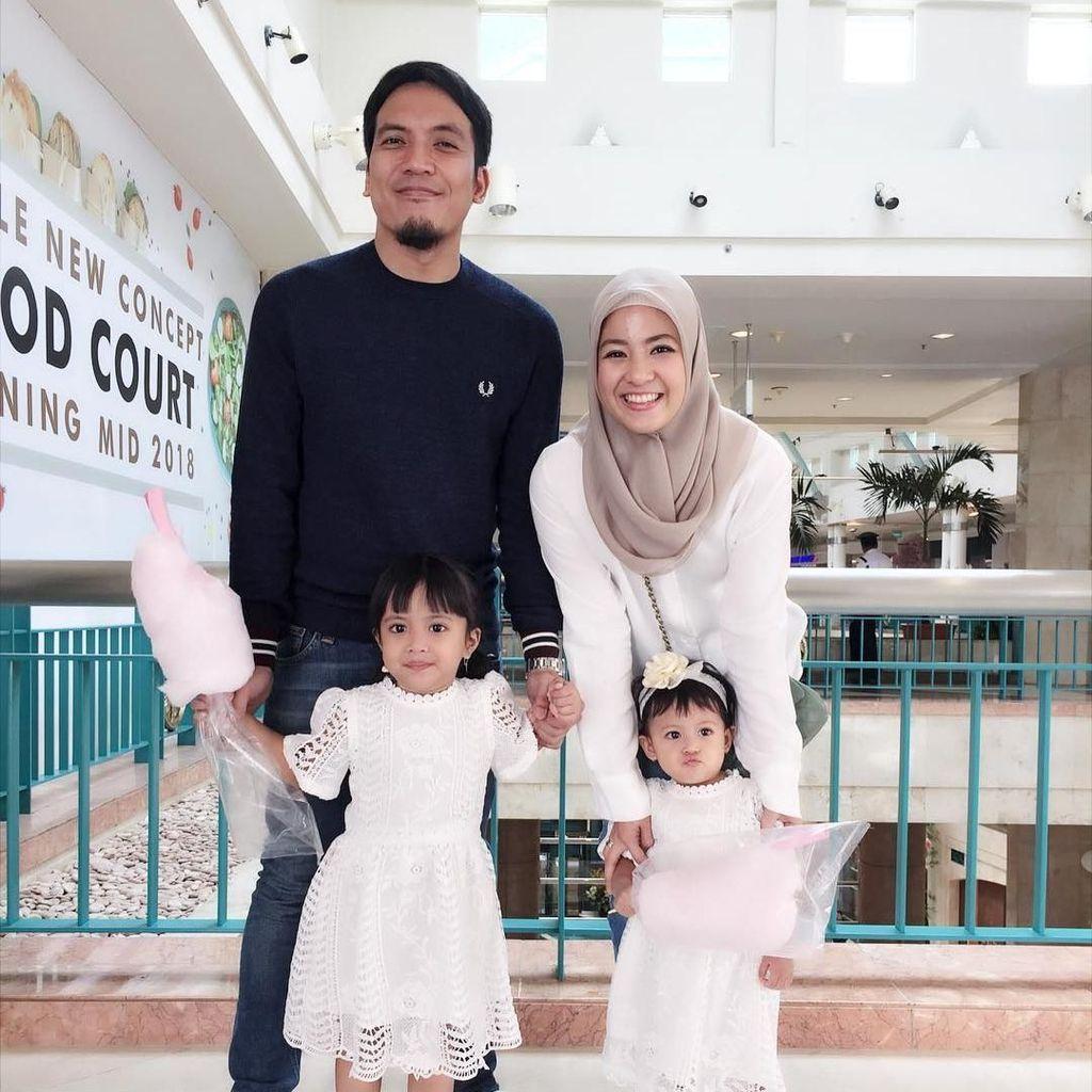 Desta Senang akan Dapat Anak Cowok, Istri Prediksi Desember Lahiran