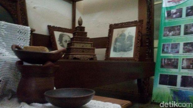 Seperangkat alat membatik di dalam kamar pingit RA Kartini.