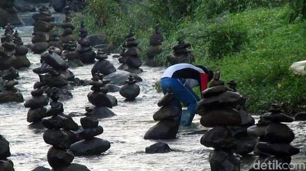 Video Kemunculan Lagi Batu Bersusun di Sungai