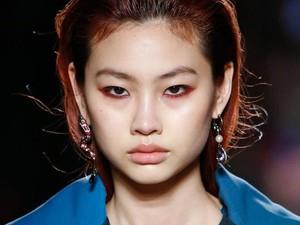 Cara Mudah Membuat Smokey Eyes dari Makeup Artist Marc Jacobs Beauty