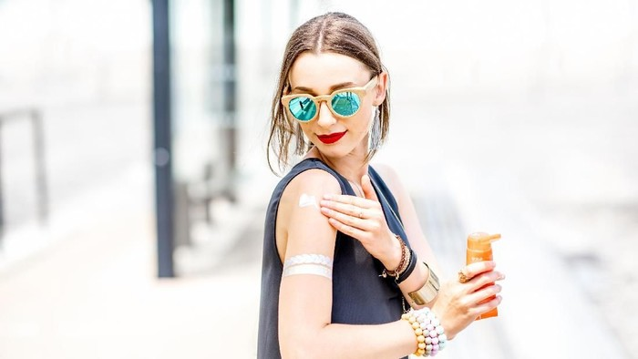 Pemakaian sunblock dapat mencegah kanker melanoma. Foto: Thinkstock