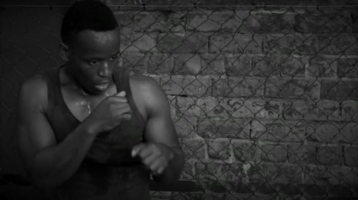 Karir MMA Ronald Dlamini kandas akibat kebutaan. Kecintaannya pada MMA membawanya ke jenjang karir baru sebagai pelatih bela diri khusus tunanetra. Foto: BBC