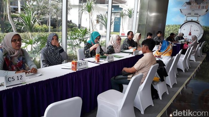 Sejak pagi, jemaah Ustaz Yusuf Mansur sudah memadati kantor pusat PT Bank Muamalat Tbk. Calon nasabah pun disambut oleh deretan customer service (CS).