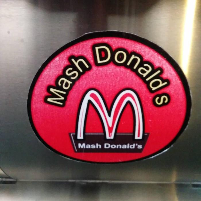Iran punya Mash Donalds yang logo dan warnanya mirip McDonalds. Restoran ini sepertinya sengaja meniru karena pemerintah Iran diketahun anti-Amerika sehingga tidak mungkin McDonalds masuk ke negaranya. Foto: Istimewa