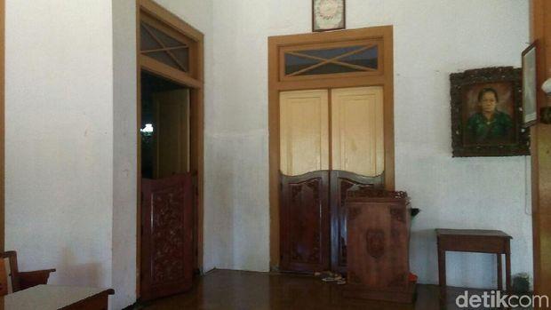 Bagian luar kamar pingit RA Kartini.