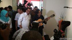 Menhub Budi Karya Lelang Gitar Elek Yo Band, Ini Kata Sri Mulyani
