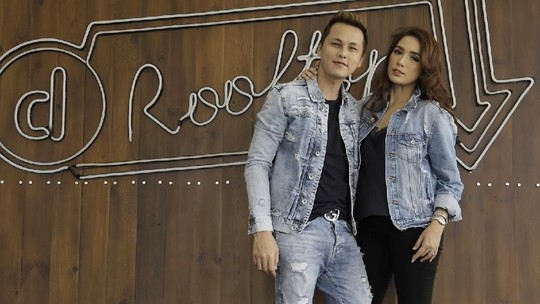 Love is in the Air! Ussy dan Andhika Mesra di Rooftop