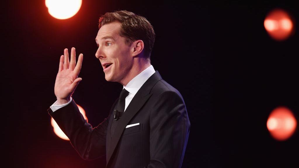 Benedict Cumberbatch Selamatkan Pengendara Ini dari Pengeroyokan