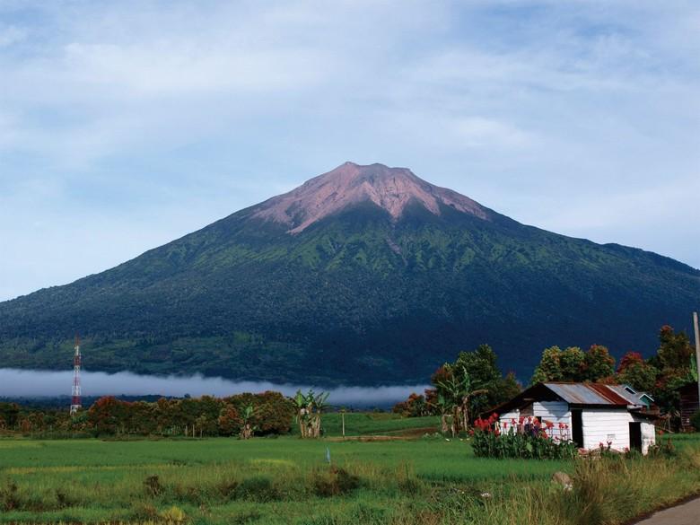 Gunung Kerinci Waspada, Warga Diimbau Jauhi Radius 3 Km dari Kawah
