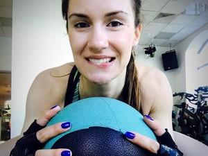 Foto: Anna Sidorova, Atlet Curling Berwajah Cantik yang Hobi Nge-gym