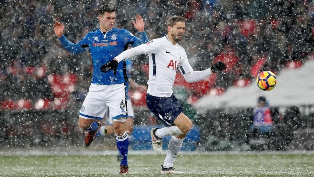 Hat-trick Llorente Loloskan Spurs ke Perempatfinal