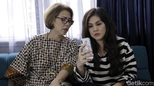 Sissy Prescillia dan Ibunda saat di kediamannya