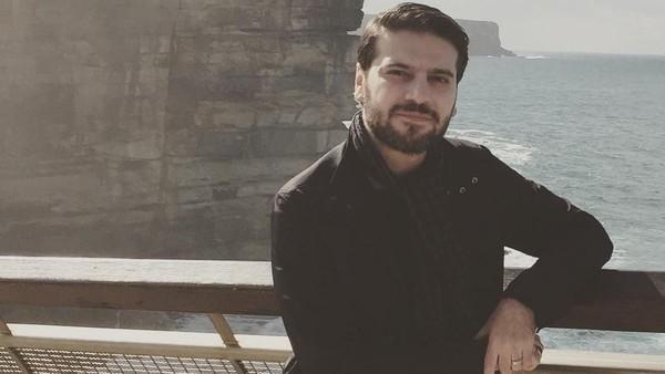 Tidak hanya mengunjungi tempat-tempat religi, Sami juga ke pantai dan gunung. (samiyusuf/Instagram)