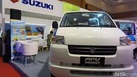 Suzuki Mega Carry juga menambahkan assist grip di kedua sisi pintu sehingga membuat lebih nyaman.