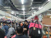 Bazar Tas Chanel Hingga Hermes Diserbu Ratusan Pengunjung di Grand Indonesia
