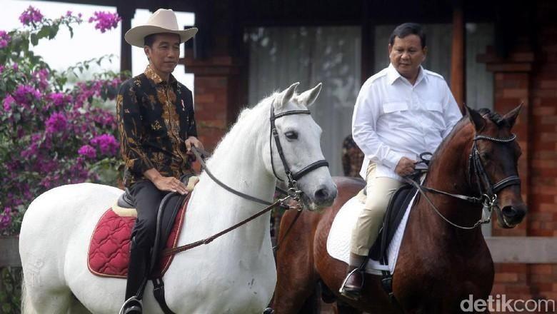 Saat Jokowi-Prabowo Saling Intip