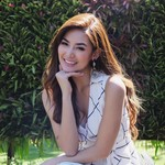 Lucu, Maria Selena Rekam Alphard dengan Bulu Mata Lentik