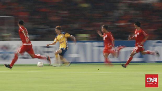 Persija Jakarta bermain imbang tanpa gol di babak pertama.