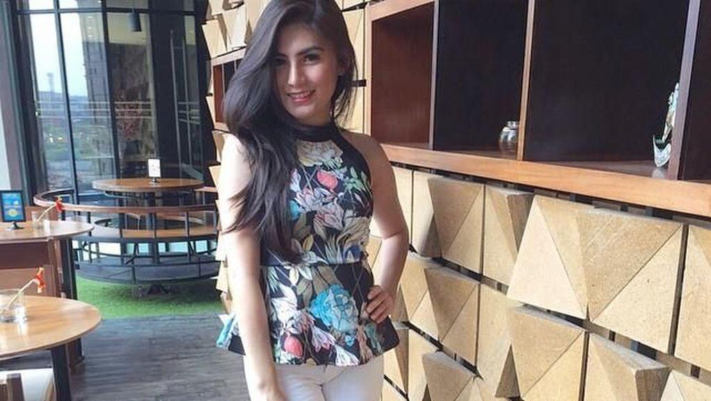 Posting Foto Seksi dengan Caption Perawan Ting Ting, Angela Lee Diserbu Netizen