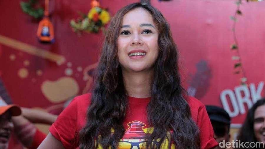 Main Film Lagi, Aura Kasih Jadi Fatimah Si Janda Singapur