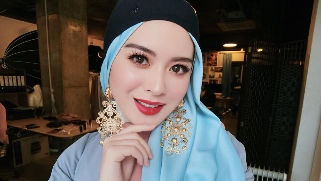 Selebgram Korea Ayana Moon Naik Bajaj, Cantiknya Bikin Meleleh