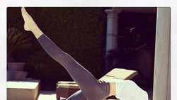 Miranda Kerr merupakan supermodel yang terkenal memiliki gaya hidup sehat. Ia selalu menyempatkan diri untuk berolahraga kapan pun dan di mana pun.