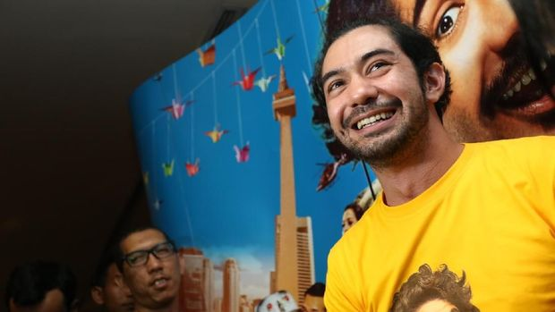 Reza Rahadian saat nobar film 'Benyamin Biang Kerok'