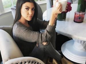Begini Cara Praktis Kourtney Kardashian Bikin Susu Almond