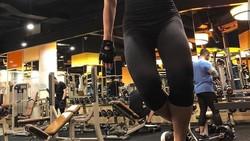 Nadya adalah salah satu instuktur kebugaraan yang cukup populer di media sosial. Ia kerap memamerkan otot perutnya yang kekar.