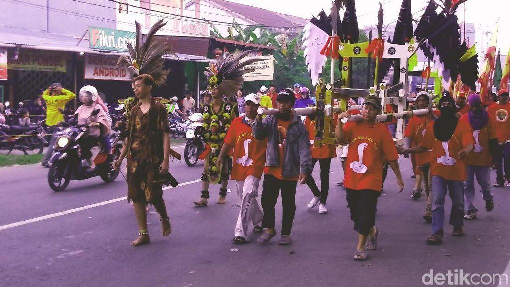 Ratusan Tatung Cap Go Meh Kepung Kantor Walikota Singkawang