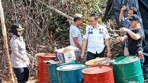 Foto: Penggerebekan Pabrik Minyak Ilegal di Tengah Hutan