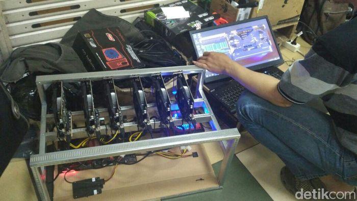 VGA yang digunakan untuk menambang bitcoin (Foto: Achmad Dwi Afriyadi)