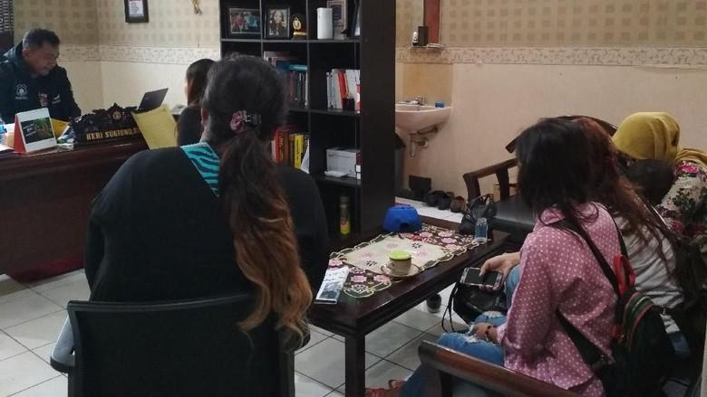 Jadi Korban Arisan Online, 5 Mahmud di Blitar Datangi Polisi