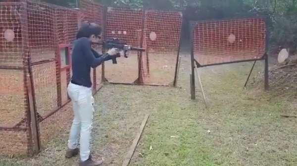 Intip Keseruan Widy Vierratale Olahraga Menembak